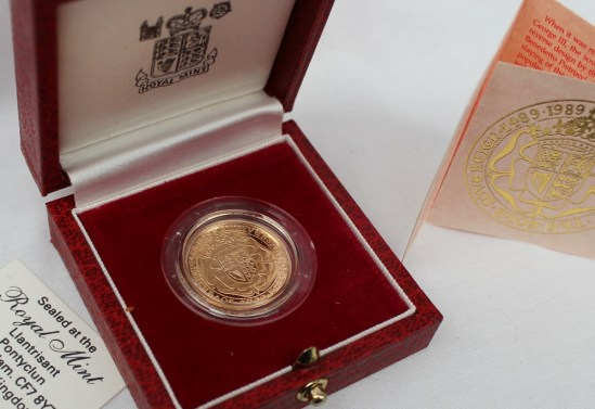 An Elizabeth II gold Sovereign, produced to commemorate 500th Anniversary of the first Sovereign 1489-1989, No.02606, cased