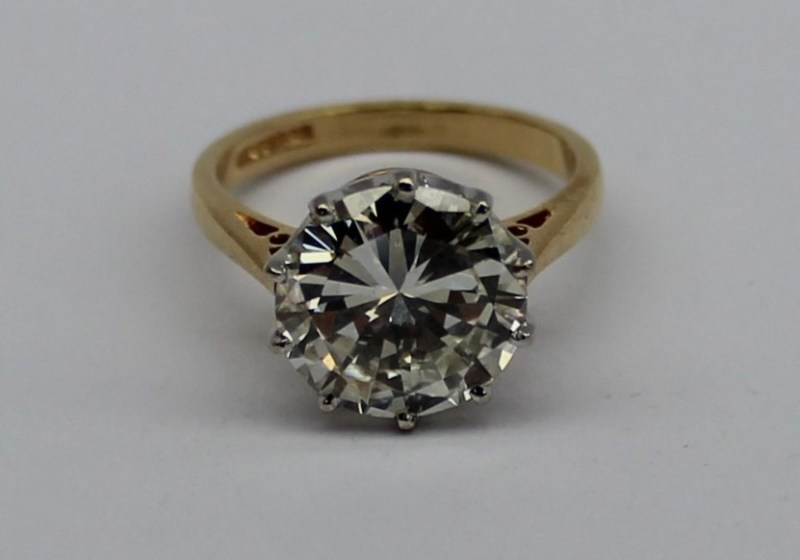 Sold for £14,000. A 4.25ct solitaire diamond ring, the round brilliant cut diamond measuring approximately 10.76-10.82 x 5.98mm calculated at 4.25 carats, 18ct white gold claw setting on a tapering D shaped 18ct yellow gold shank hallmarked for Birmingham, 1993, overall approximately 5.05 grams