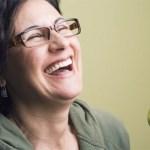 Γυναίκες και άντρες αντιδρούν διαφορετικά στο χιούμορ