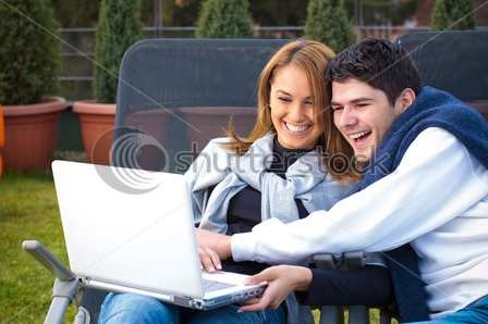 happy-young-couple-surfing-the-internet