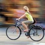 Τα κορίτσια, αλλά όχι τα αγόρια, που πηγαίνουν στο σχολείο με τα πόδια ή με ποδήλατο, τα πάνε καλύτερα στα τεστ