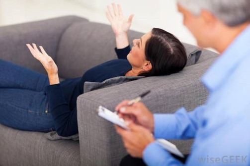 woman-on-therapist-couch