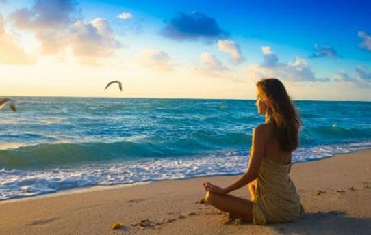 girl-beach-thinking