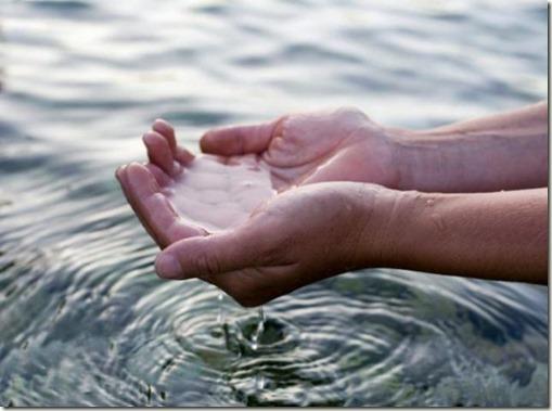hands-under-water