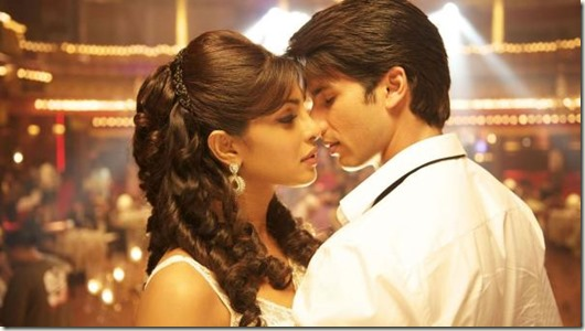 romantic-scene-from-teri-meri-kahaani-coda-craven