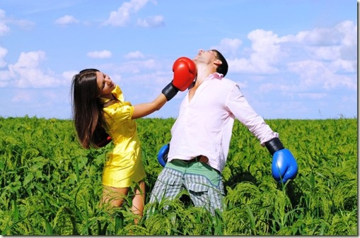 woman-punches-man