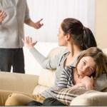 Γράμμα στη μαμά που μένει σ' έναν δυστυχισμένο γάμο για χάρη των παιδιών