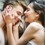 Μικρές χειρονομίες που οι γυναίκες βρίσκουν εξαιρετικά ρομαντικές