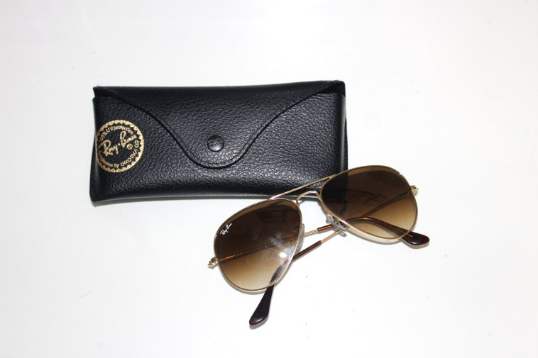 Ray-Ban Aviator RB 3025 001/51 Small Arista (Gold): Current Price £65.00 http://www.ebay.co.uk/itm/Ray-Ban-Aviator-RB-3025-001-51-Small-Arista-Gold-/322265586189?hash=item4b08869a0d:g:nHsAAOSwTA9X3n8V
