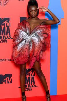 https___hypebeast.com_wp-content_blogs.dir_6_files_2019_11_mtv-emas-celebrity-red-carpet-looks-dua-lipa-anwar-hadid-rosalia-4