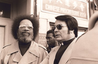 Jim Jones 1977 (rechts)