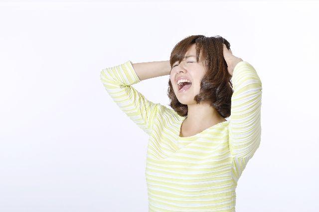 ストレスを感じている女性の写真