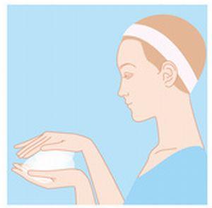 酵素洗顔料を泡立てているイラスト