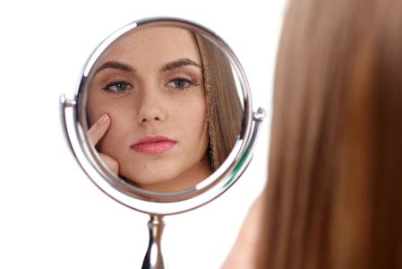化粧のノリを良くする方法を実践して肌が気になる女性