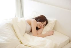 睡眠をシッカリとっている女性の写真