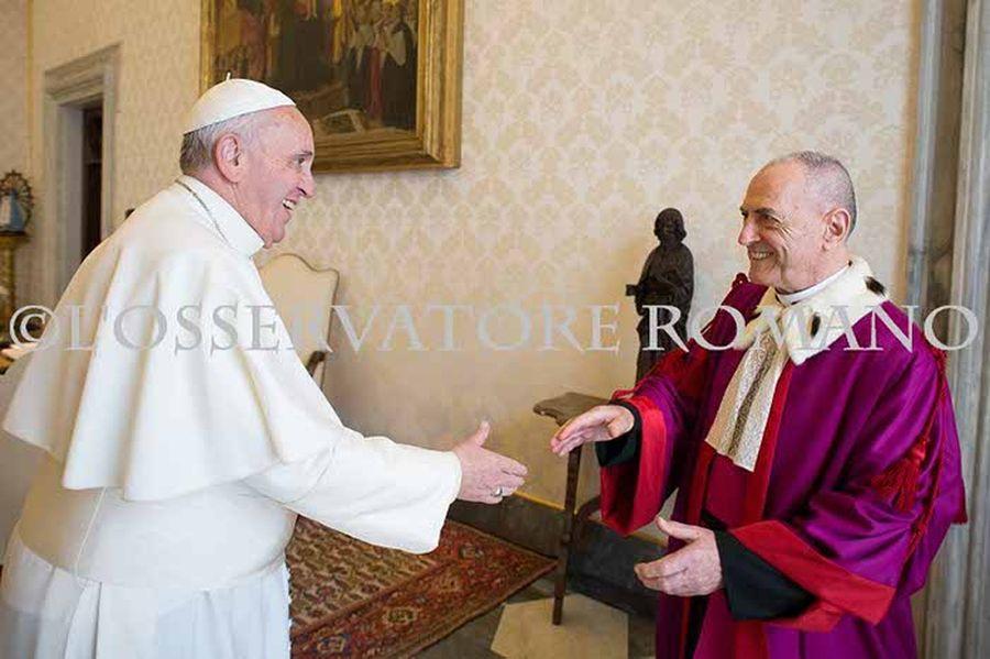 La minaccia di mons. Pinto: il papa dovrebbe togliere la berretta ai quattro cardinali