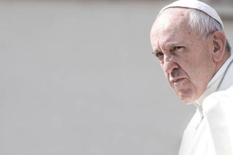 Apostasia, lobby gay e spinta per la dissoluzione della morale cattolica