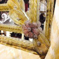 IT - Dettaglio di una specchiera in vetro soffiato, Murano anni '40 EN - Detail of a mirror in blown glass, Murano, 1940 FR - Détail d'un miroir en verre soufflé, Murano, 1940 Photo © Mg/Antichità al Ghetto SAS