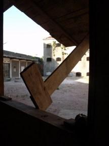 10_ Vista al exterior (Patio N) con papas no llevadas al Museo Blanes
