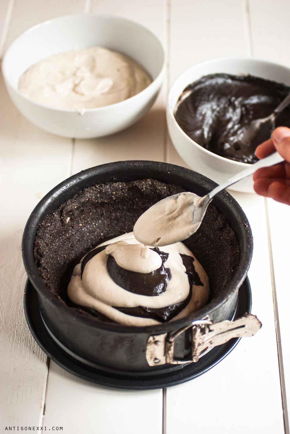 The Black & White Cake - vegan / raw - antigone21.com