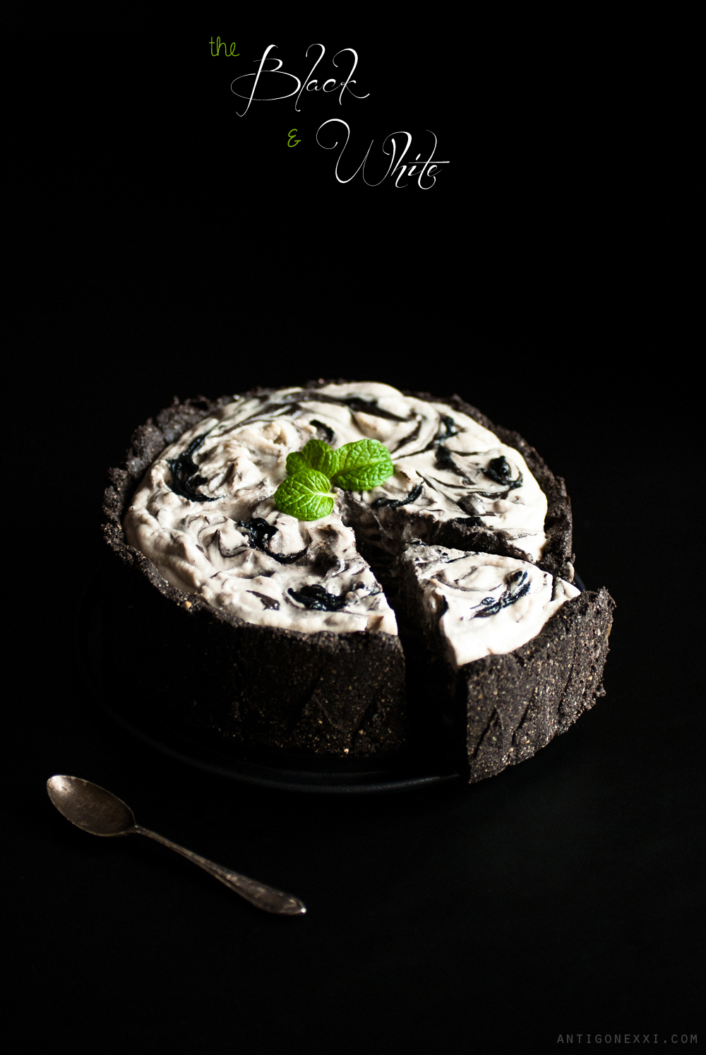 The Black & White Cake - vegan / raw - antigone21.com