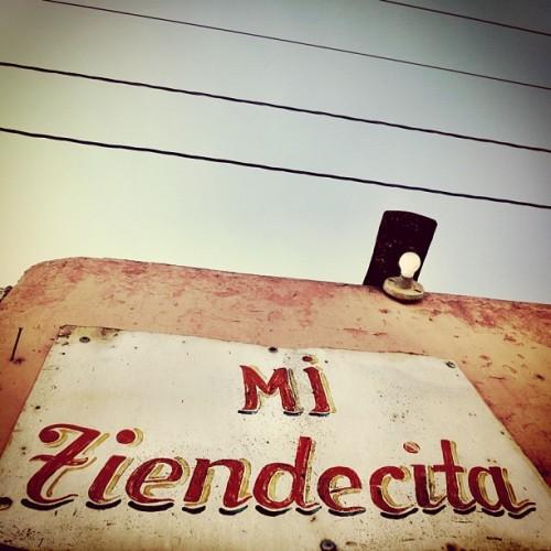 Mi tiendecita sign by Rudy Girón