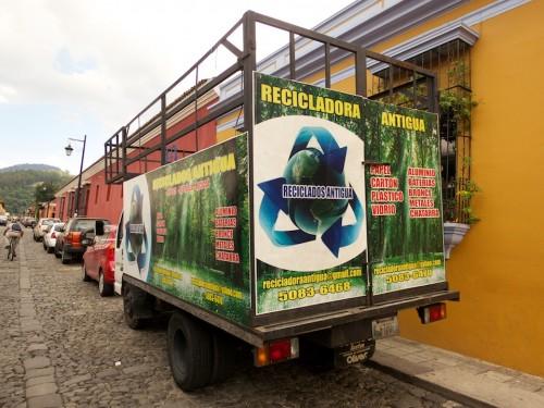 Recicladora Antigua - Reduce Reutiliza Recicla by Rudy Giron