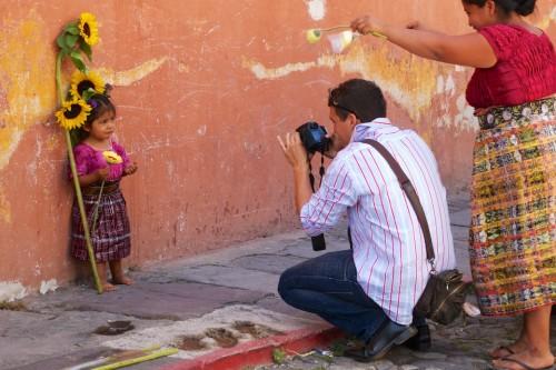 El poder del fotógrafo sobre el indígena by Rudy Girón