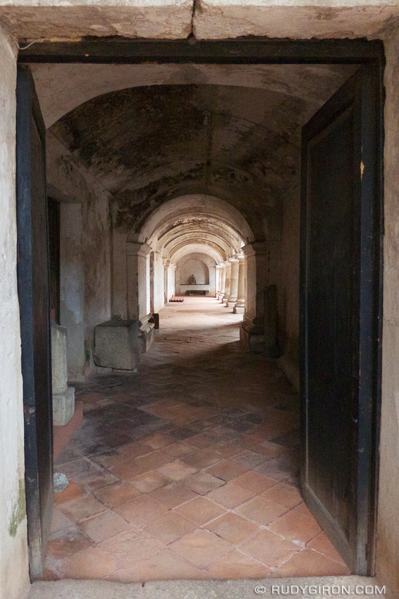 Rudy Giron: AntiguaDailyPhoto.com &emdash; Arches and Rectangular Doorway