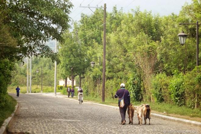 Rudy Giron: AntiguaDailyPhoto.com &emdash; Vista of Daily Life Around Antigua Guatemala