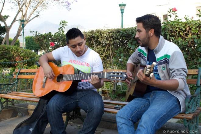 Rudy Giron: AntiguaDailyPhoto.com &emdash; Guitar lessons at Parque Central, Antigua Guatemala