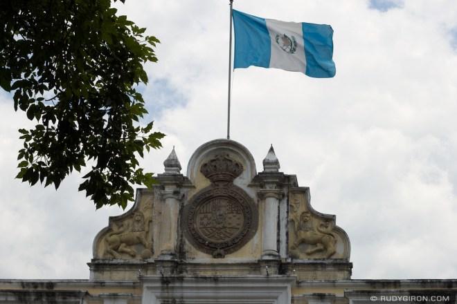 Rudy Giron: Antigua Guatemala &emdash; Bandera de Guatemala sobre Corona Española