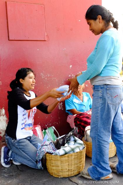 Rudy Giron: Antigua Guatemala &emdash; The Omni-Present Ambulant Tortilla Vendors