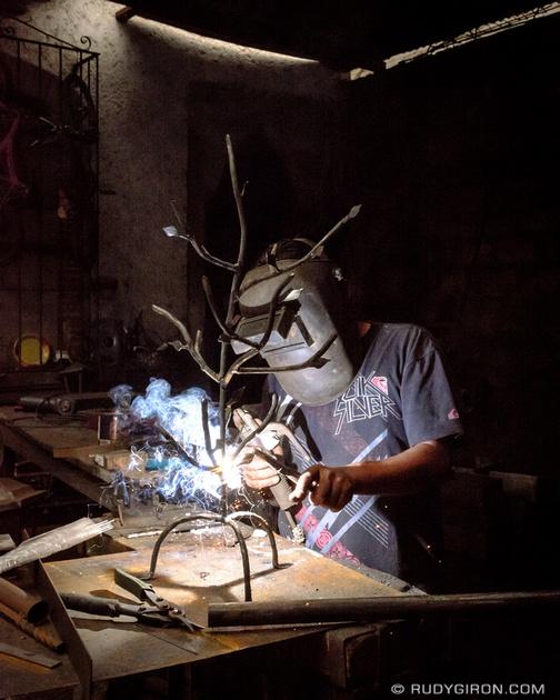 Rudy Giron: Antigua Guatemala &emdash; Street Photography — Metal crafts artisan-2