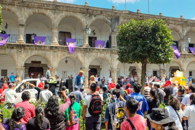 Rudy Giron: Antigua Guatemala &emdash; Primer desfile bufo de la Huelga de Dolores de la USAC en Antigua Guatemala 3