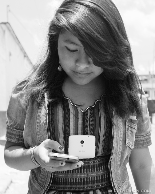 Rudy Giron: Antigua Guatemala &emdash; Street Photography — Mayan girl with smartphones
