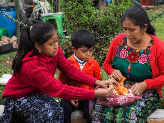 Rudy Giron: Antigua Guatemala &emdash; Sharing buñuelos with the family