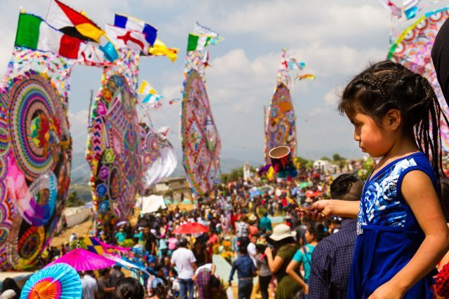 mayan-girl-in-awe-at-the-sight-of-the-giant-kites-on-display-for-day-of-the-dead-in-the-mayan-highlands-of-guatemala-640x427-7684988