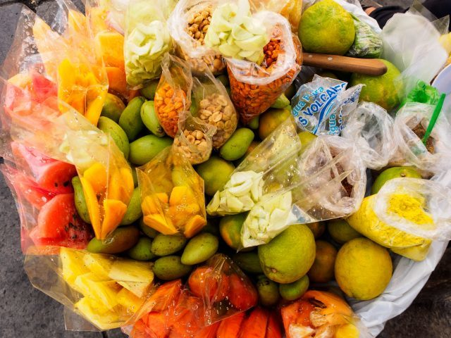 fresh-fruit-ambulant-vendors-640x480-2197340