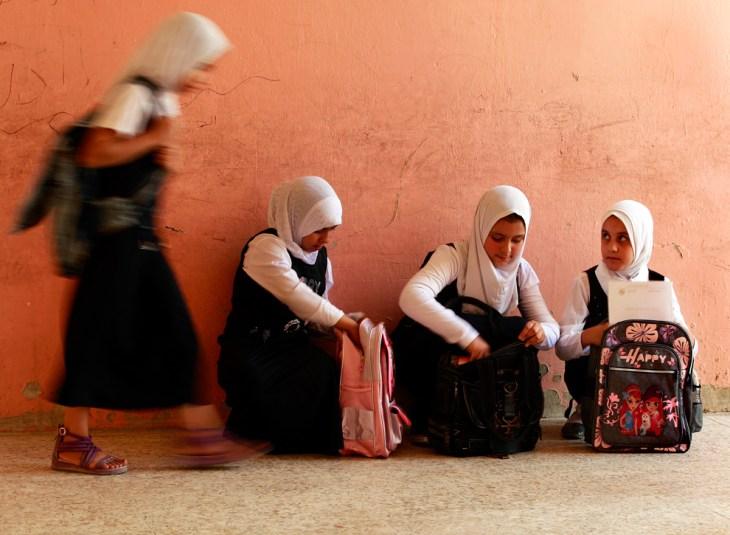 Τα παιδιά πάνε σχολείο σε μια γειτονιά της Βαγδάτης, στο Ιράκ