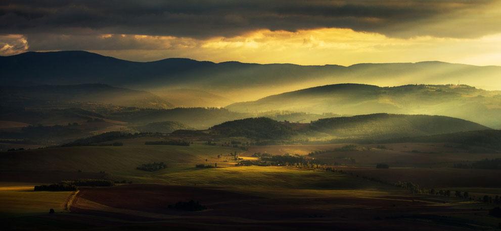 Θέα από το Szczeliniec προς τα όρη Owls και την κοιλάδα Klodzko στην Πολωνία. (© Pawel Uchorczak, Πολωνία)