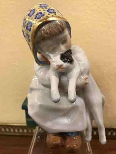 """Meissenfigur ,,Kind mit Katze im Arm"""""""