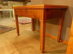Antiker Auszieh-Tisch