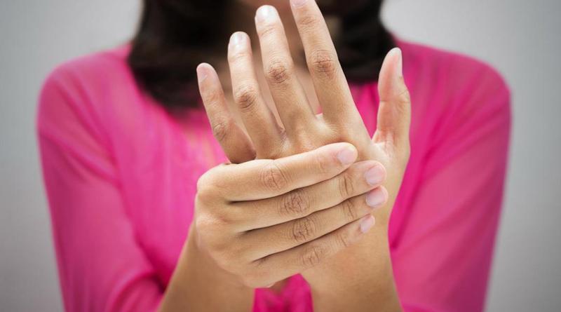 لماذا يعد تنميل اليد اليسرى مؤشرًا لأمراض خطيرة؟