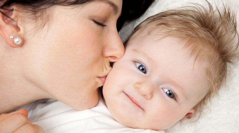 فيروسات خطيرة تهدد حياة الرضع بدافع الحب