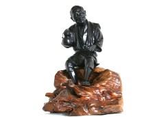 Statue en bronze à patine noire, Homme Japonais, fin période Meiji
