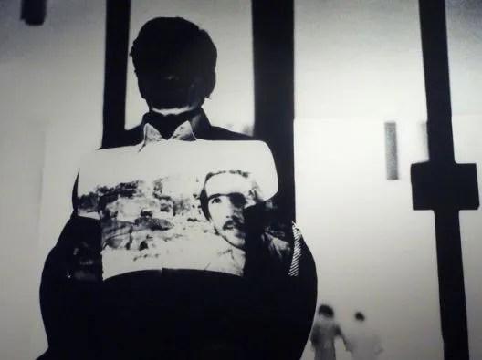 https://www.artslife.com/wp-content/uploads/2019/01/Pier-Paolo-Pasolini-durante-Intellettuale-la-performance-di-Fabio-Mauri-realizzata-nel-1977-presso-la-GAM-di-Bologna.-Scene-del-film-Il-Vangelo-secondo-Matteo-vengono-proiettate-sul-suo-corpo..jpg