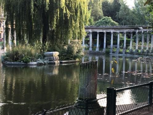 classic-pond-roman-columns