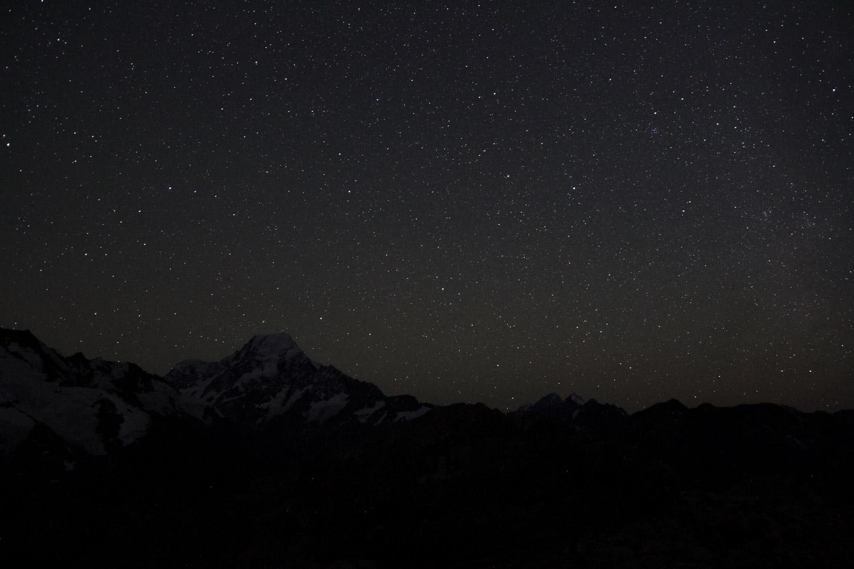 Le Mt Cook sous les étoiles