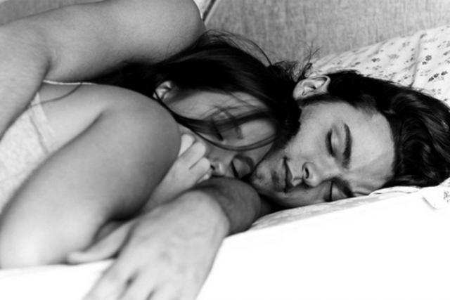 Затащила В Кровать